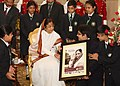 The President, Smt. Pratibha Devisingh Patil with the children from various school on the occasion of Children's Day, at Rashtrapati Bhavan, in New Delhi on November 14, 2010 (1).jpg