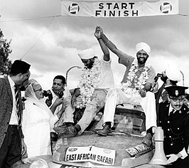 The Singh brothers & Volvo PV 544 Safari Rally 1965 003.jpg