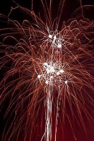 English: Thunder-like chaotic fireworks on Sta...