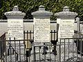 Thury-sous-Clermont (60), cimetière, sépultures famille de Vuillefroy.jpg