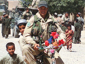Task Force Urozgan - Image: Timo op missie in Tarin Kowt