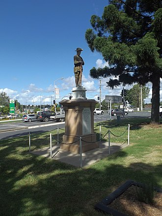 Tingalpa, Queensland - War memorial, 2015