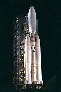 Eine Titan-Rakete IV-B mit der Cassini-Huygens-Sonde auf der Startrampe.