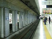 TokyoMetro-toyocho-platform.jpg