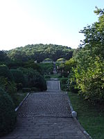 Tomb of King Kongmin 05.JPG