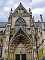 Tongeren Basiliek Onze Lieve Vrouwe Querschiff.jpg