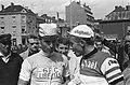 Tour de France bij de start Anquetil (rechts) en Rik van Looy, Bestanddeelnr 915-3093.jpg