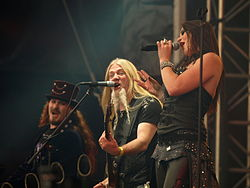 Nightwish на Tuska Open Air у 2013 році. Зліва направо: Туомас Холопайнен, Марко Хієтала, Флор Янсен