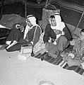 Twee volwassen bedoeienen in een tent met een jongen luisterend naar een transis, Bestanddeelnr 255-3485.jpg
