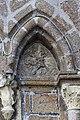 Tympan sur la façade de la collégiale Saint-Évroult, Mortain, France-2.jpg