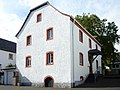 Uedelhoven, Kreuzstr. 28, ehem. Pfarrhaus mit Bildstock 3.jpg
