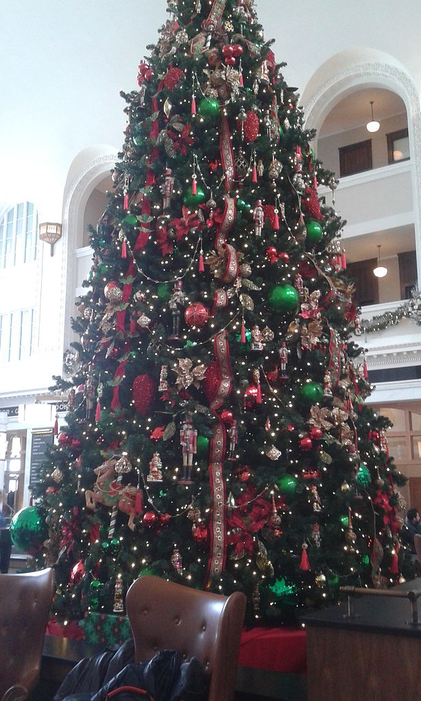 File:Union Station Denver Great Hall Christmas tree.jpg ...