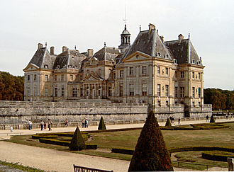 Vaux-le-Vicomte - Rhythmic massing of the entrance front.