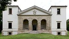 Villa Pisani Bagnolo front retouched.jpg