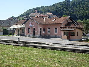 Visnja Gora-train station-June 2011.jpg