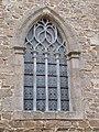 Vitrail du pignon du chevet (église de Jugon-les-Lacs).jpg