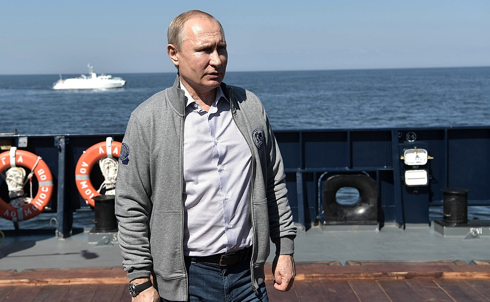 Vladimir Putin inspection of submarine sunk during Great Patriotic War 08.jpg