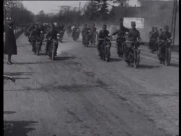 Bestand:Vossenjacht van de militaire motorclub-30369.ogv