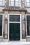 foto van Huis genaamd 'De schaapskoye', vroeg Lodewijk xv-gevel met natuurstenen middenpartij en zijpilasters
