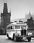 Walter D-Bus na Karlově mostu (1931).jpg