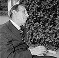 Walter Mehring zittend op een terras, Bestanddeelnr 254-5062.jpg