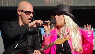 Dale Bozzio - Bozzio performing with Warren Cuccurullo in 2009