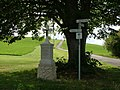 Wegkreuz unter der Linde - panoramio.jpg