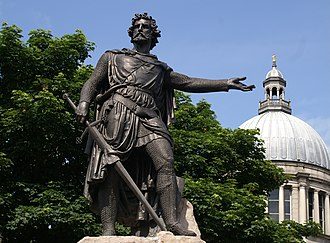 William Grant Stevenson - Statue of Sir William Wallace in Aberdeen with the dome of St Mark's behind