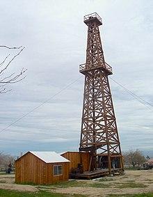 gru a derrick 220px-Wooden_Derick_-_Kern_West_Oil_Museum_%283355730344%29