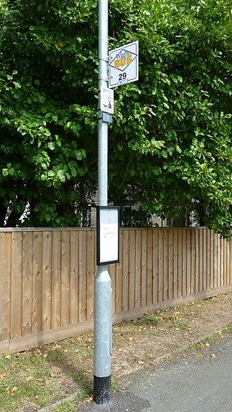 File:Wootton Footways Top bus stop 2.JPG