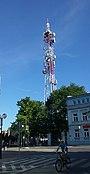 Wysoki na 100 metrów maszt TP Emitel przy Mościckiego w Tomaszowie. Obsługuje sieci komórkowe oraz TVP1.jpg