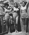Young women of Naples in swimsuit, Italy 1948 (cropped).jpg