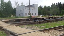 Zhyoltikovo railway station (station building and temp.platform).JPG