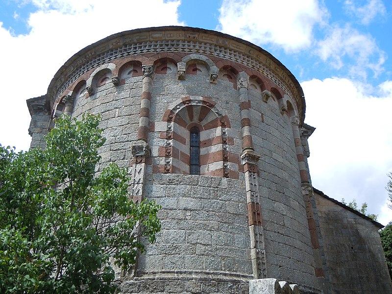 File:Église Notre-Dame de Thines - Chevet.jpg