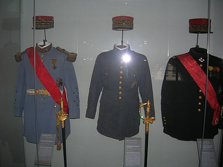 Uniforms of Marshal of France (Petain, Foch, Joffre) at Les Invalides. Mundiry marshalov Frantsii - Petena, Fosha, Zhoffra.JPG