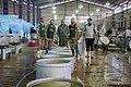 احمد ناطقی از عکاسان بنام ایران در آشپزخانه مرکزی مهران در حال مستند نگاری 01.jpg