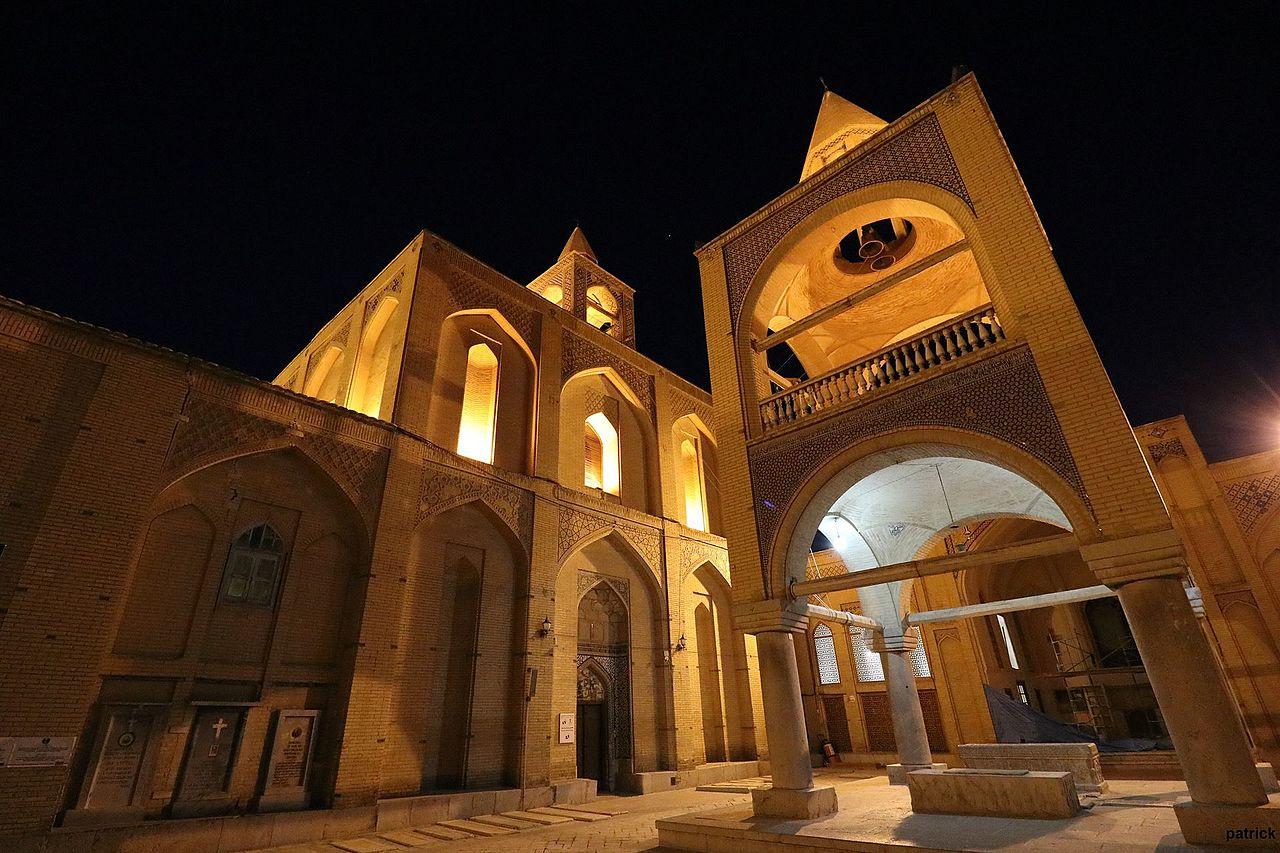 کلیسای وانک، نخستین مکان مذهبی ساخته شده توسط ارامنه، در جلفای اصفهان است