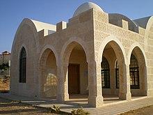 المبنى المشيد حول ضريح الصحابي الجليل عبد الرحمن بن عوف.jpg