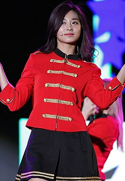 Fichier:Chou Tzu-yu at Lotte Family Concert on May 20