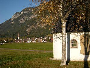 Elmen - Image: Kapelle und Elmen im Lechtal