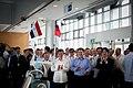 07.13 副總統陪同巴拉圭共和國卡提斯總統參訪南科管理局,南科管理局的智慧機器人「艾伯略特」於大廳中高舉臺巴兩國國旗歡迎陳副總統與卡提斯總統 (35898114995).jpg