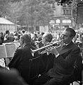 14 juillet (Quatorze Juillet) 1938 Parijs, orkestje speelt dansmuziek Op de ach, Bestanddeelnr 254-2183.jpg
