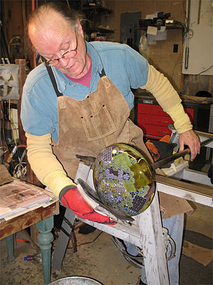 Richard Ritter - Image: 2006 Richard working on Floral Core Piece 1