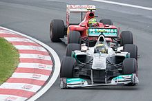 Photo de Nico Rosberg devançant Felipe Massa