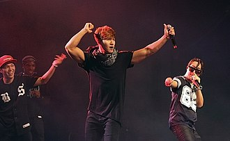 Running Man (TV series) - Kim Jong-kook (middle) and Haha (right) in Dallas in 2014, at a Running Man Brothers concert