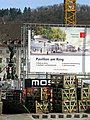 2018-03-25, Umbau des Verkehrsknotens am Siegesdenkmal in Freiburg, Visualisierung des Pavillons, links das Sie.jpg