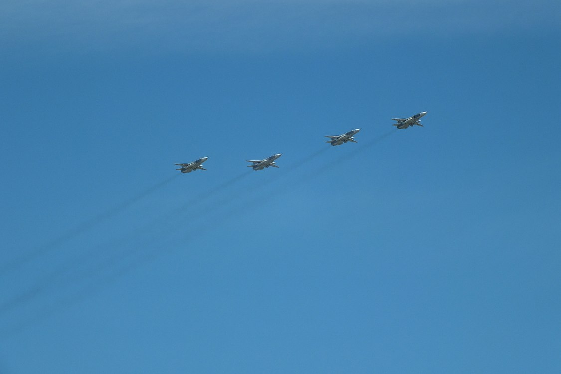 2018 Moscow Victory Day Parade flypast in Brateyevo District (02).jpg