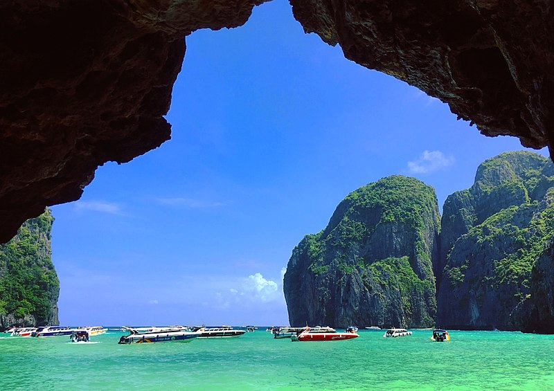 ไฟล์:A View from Maya Bay, Phi Phi Le.jpg