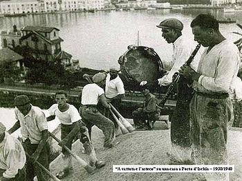 Costruzione di un tetto a cupola ad Ischia