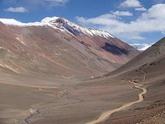 Mountain pass - Image: Agua negra argentina